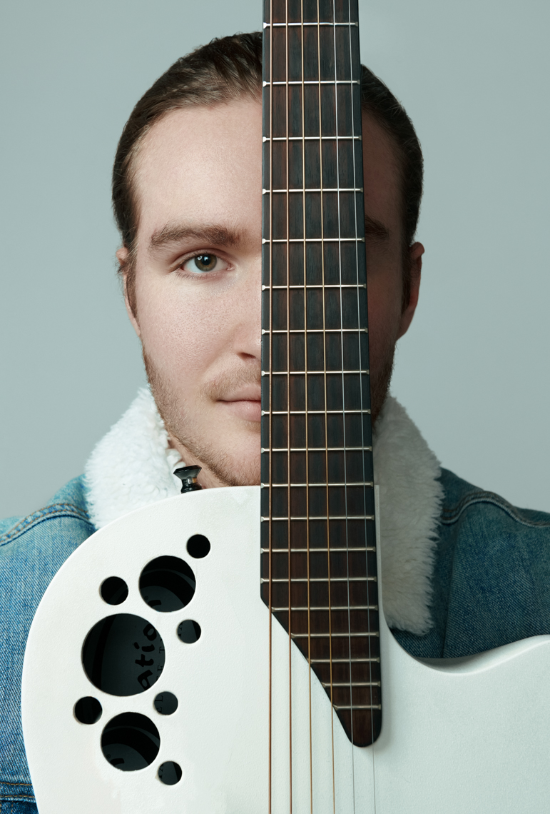 portrait-of-musician-with-guitar